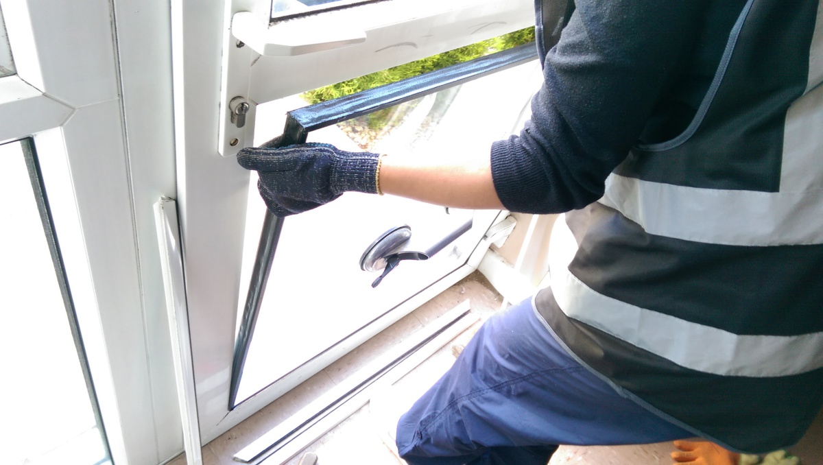 Save Tons Of Money By Opting For Double Glazing Repairs