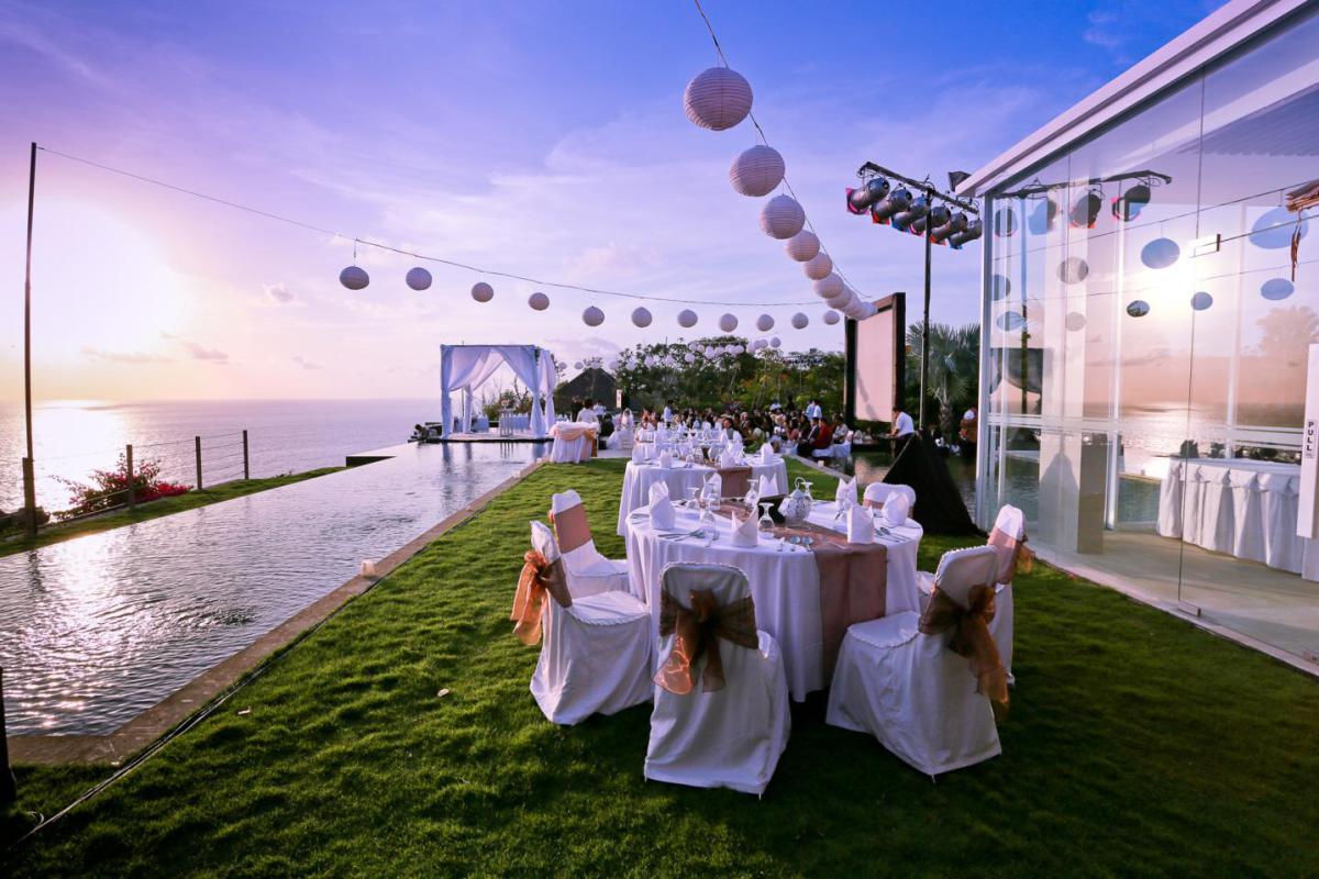 outdoor-wedding-venues-beach
