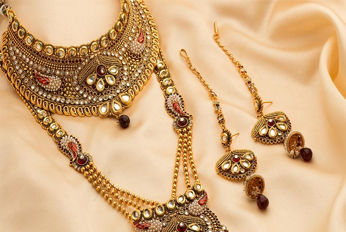 Steps To Clean Your Fashion Jewelry Properly