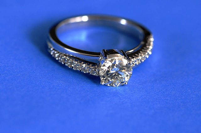 Real or Fake: How To Test Your Diamond Bespoke Jewellery At Home