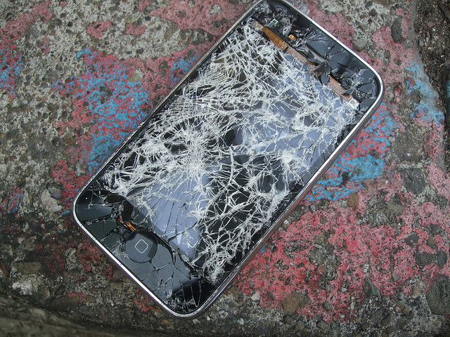 Is Replacing An iPhone Screen By Yourself A Good Idea?
