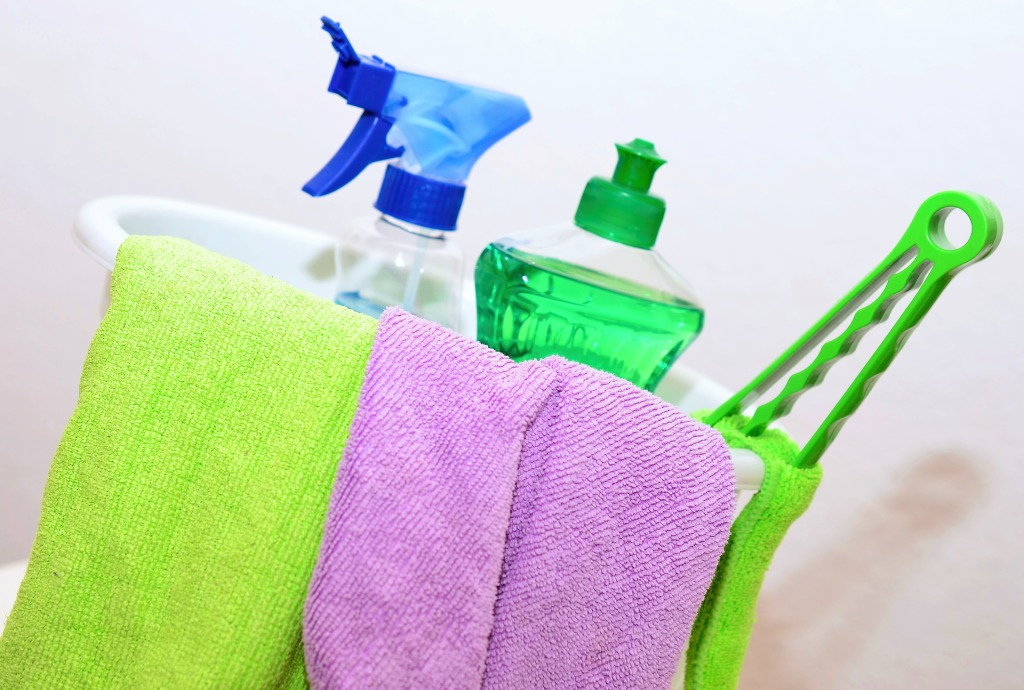 How To Manage House Cleaning
