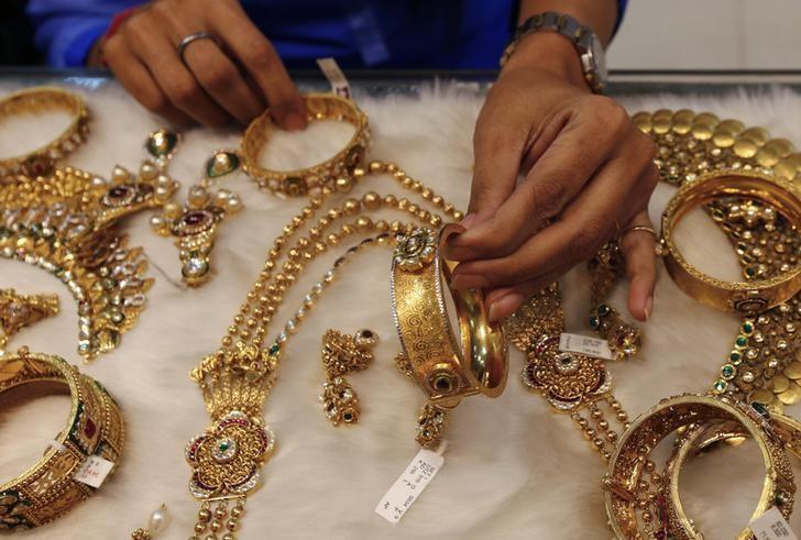 Buy Gold Jewellery Online Within Your Budget!