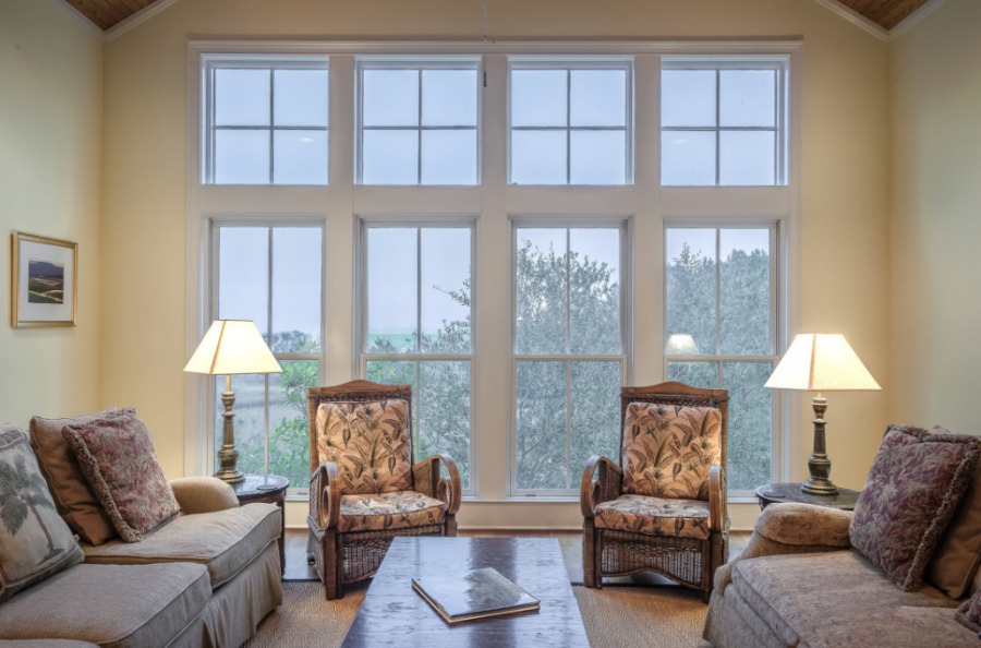 4 Tips For Cleaning The Highest Windows In Your Home