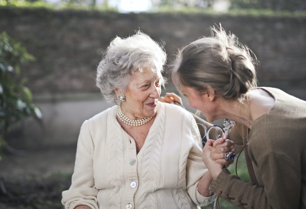 Ways That Aging Seniors Can Live More Independently